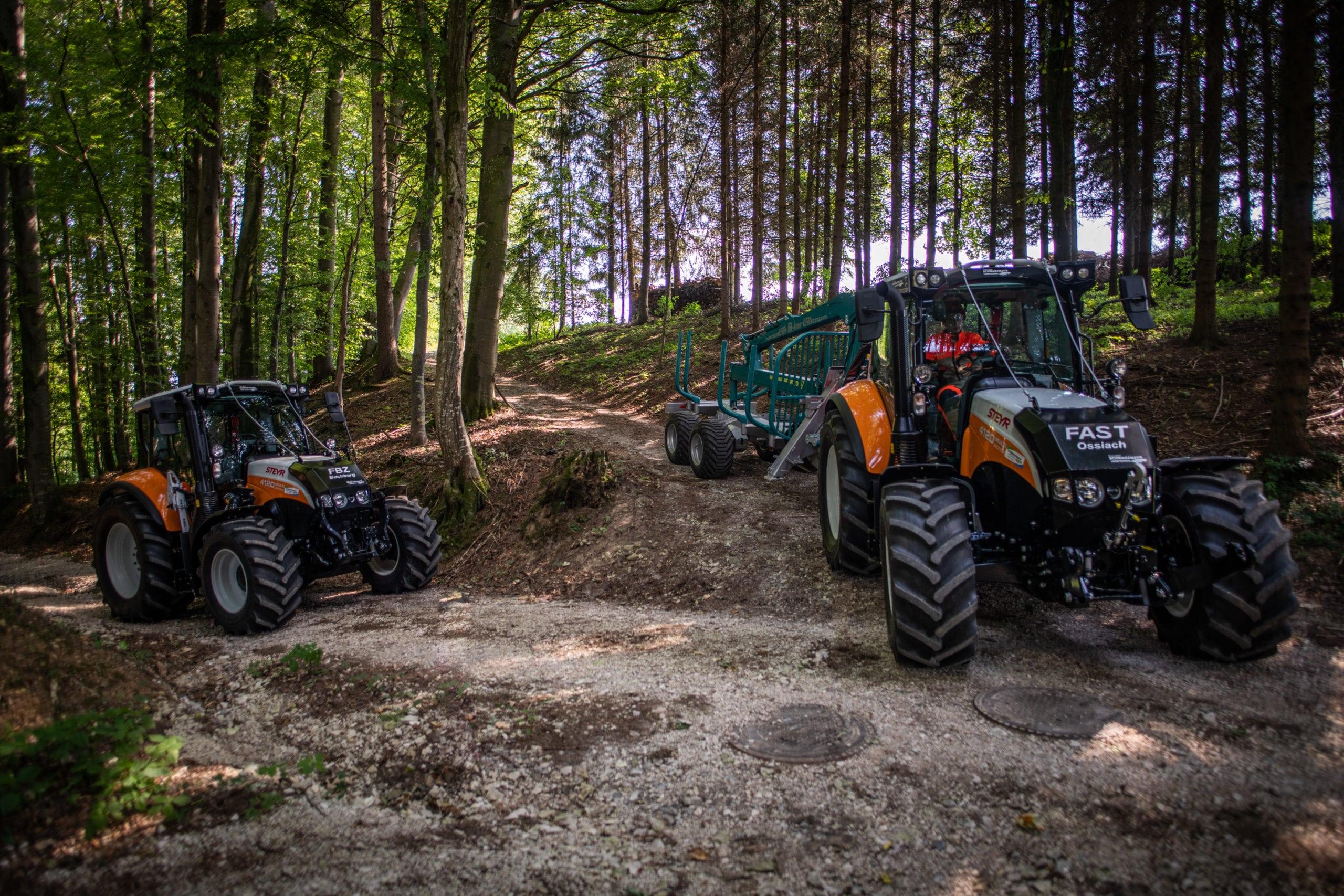 Steyr Profi mit Forstverbau und Pfanzelt Rückeanhänger